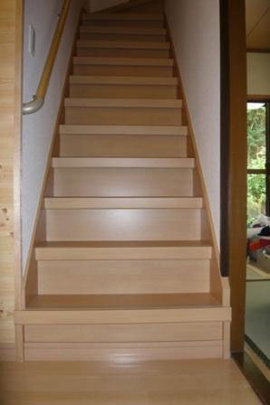 内装リフォーム 階段にリフォームを施し、手すりを取り付ける